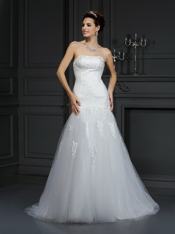 Pleasant Emphasis Sheath Style Strapless Lace Long Satin Wedding Dresses