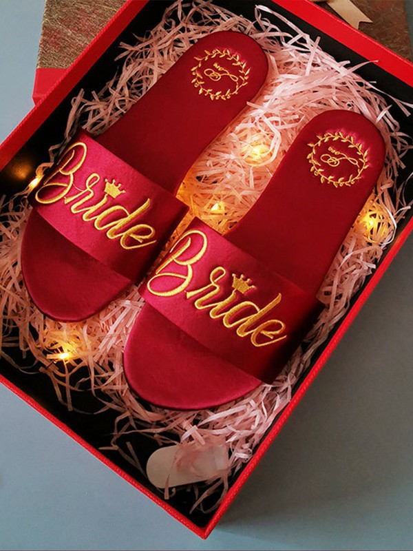 Gorgeous Cloth Embroidery Bride Slippers