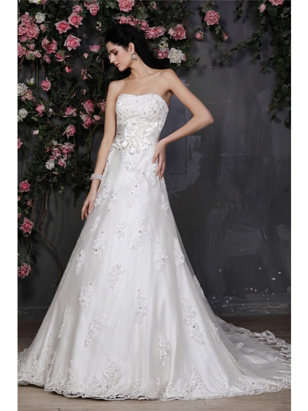 Touch of Texture Princess Style Strapless Beading Applique Hand-Made Flower Net Wedding Dresses