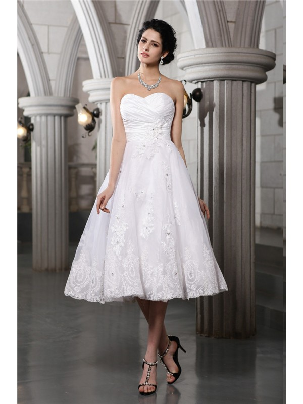 Comfortably Chic Princess Style Sweetheart Beading Applique Short Taffeta Wedding Dresses