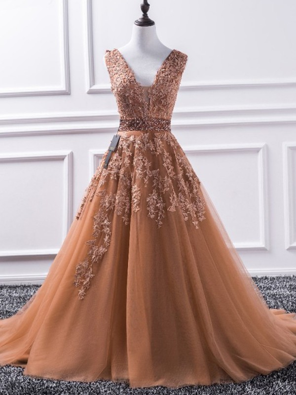 Eye-Catching Charm Princess Style V-neck Sweep/Brush Train Applique Tulle Dresses