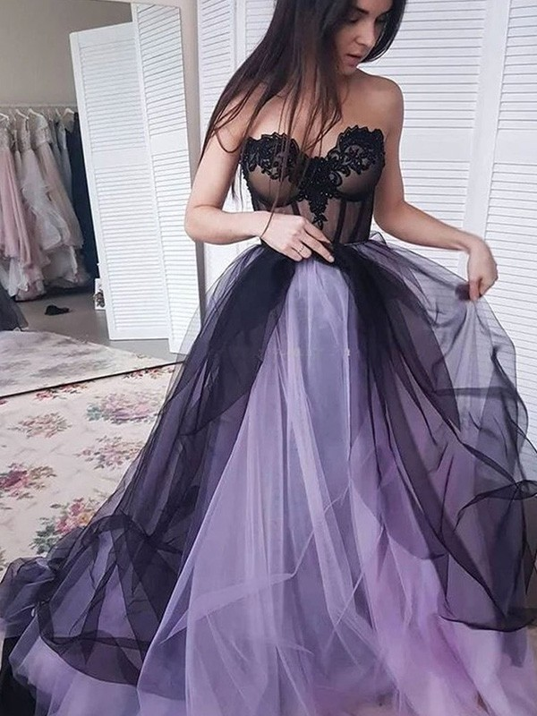 Dancing Queen A-Line Tulle Applique Strapless Court Train Black Prom Dresses