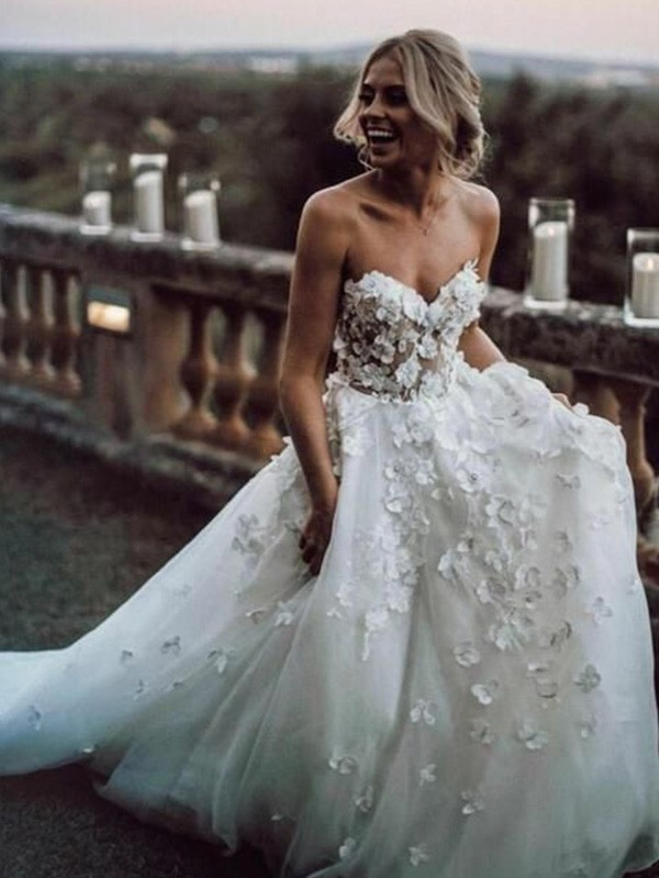 Easily Adored A-Line/Princess Sleeveless Tulle Sweetheart Applique Court Train Wedding Dresses