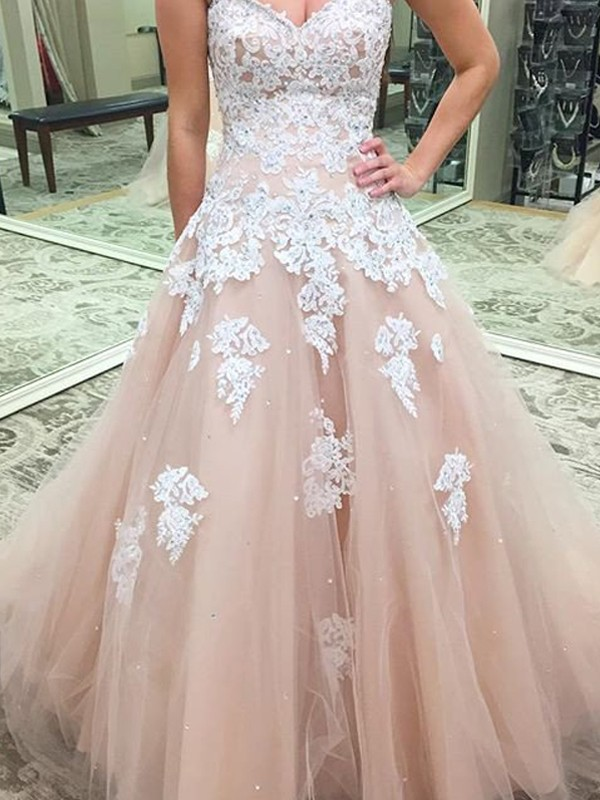Easily Adored Ball Gown Sweetheart Applique Tulle Floor-Length Dresses