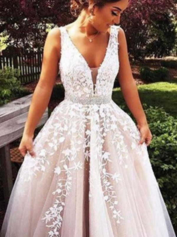 Automatic Classic Princess Style V-Neck Applique Tulle Sweep/Brush Train Dresses