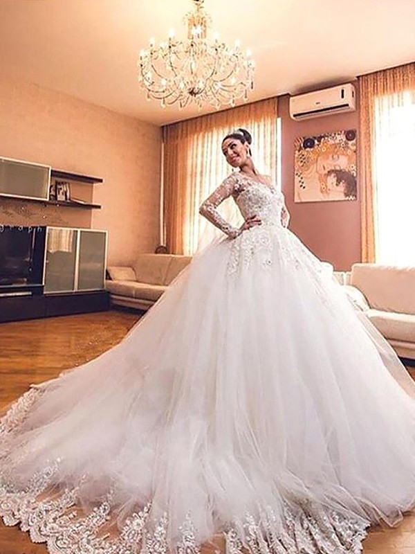 Desired Spotlight Ball Gown Tulle V-neck Court Train Wedding Dresses