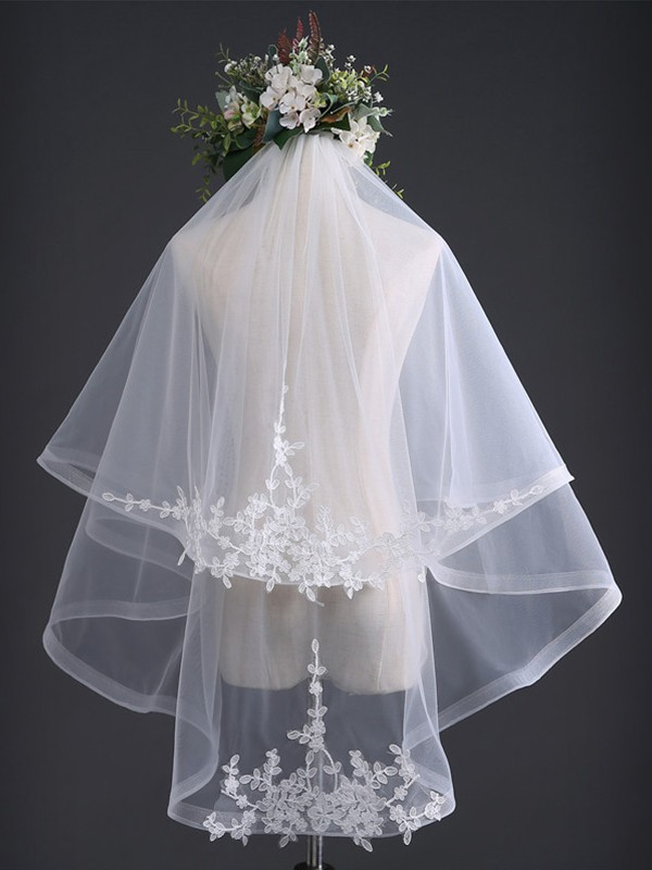 Graceful 2 Layer Tulle With Lace Wedding Veils